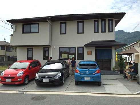 みやじま達磨の外観と駐車場