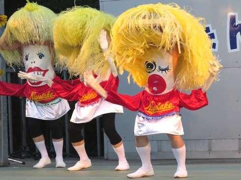 豊栄へそ祭り、お腹揺らしてダンスダンス!東広島市で へそ踊り