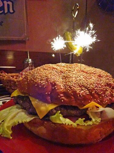 ブギーバンズ 巨大ハンバーガー 写真