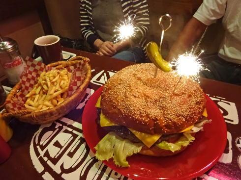 ブギーバンズ 巨大ハンバーガーとポテト