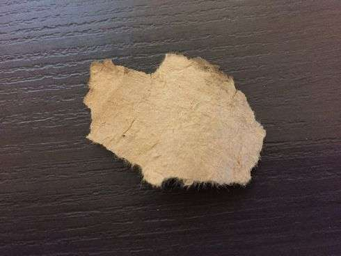 宮島水中花火大会、尺玉の外側・玉皮が破裂したかけら