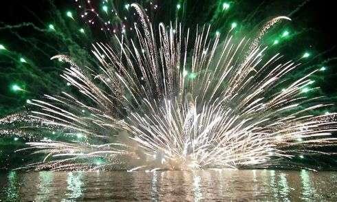 宮島花火大会 2015、水中に咲く大輪