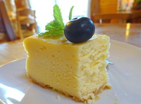三次カフェ CATCAT チーズケーキ