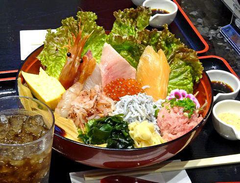 HIRO88、海鮮丼が気軽に味わえるお店
