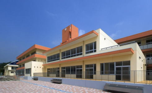 竹原市の小中一貫校、忠海学園 新校舎が完成で施設見学も