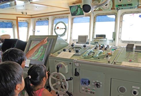 水産研究所 しらふじ丸の操縦室