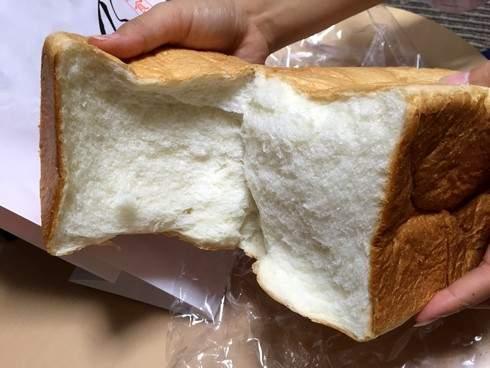 乃が美の食パンを割ってみたところ