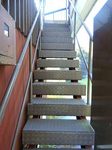 カフェ・ド・帝釈峡へと入る外階段