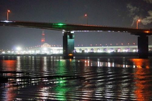広島大橋と広島高速3号線、仁保ジャンクションの夜景