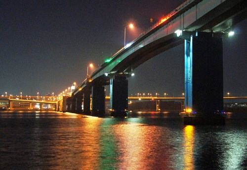 海田大橋、広島大橋、広島高速など仁保ジャンクションの夜景