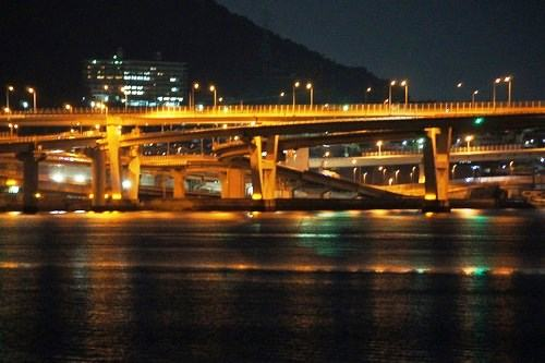 海田大橋と広島大橋など、仁保ジャンクションの夜景