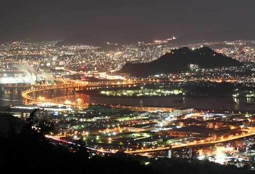 海田大橋と広島大橋など、仁保ジャンクションの夜景を上から見下ろす