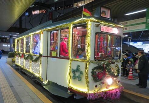 広電がクリスマス電車2015運行、サンタも登場