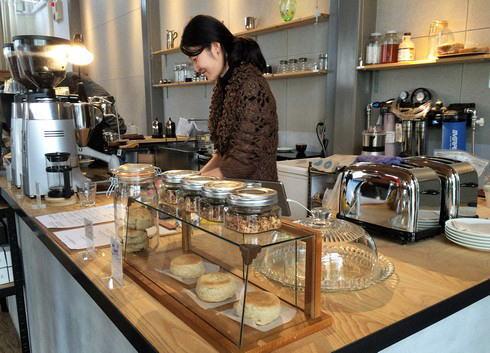 福山のコーヒー店 エクストラクターズコーヒー バイ ノックワイ 店内の様子