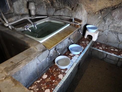 竹原市の石風呂温泉、湯上りのかけ湯