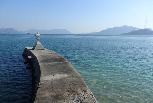 石風呂温泉「岩乃屋」の前に広がる瀬戸内海