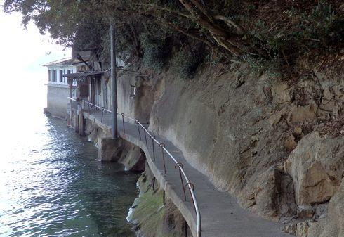 石風呂温泉「岩乃屋」への道
