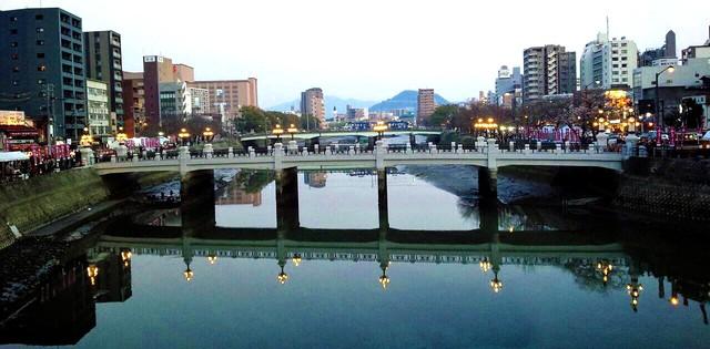 広島駅前・猿猴橋が復元工事完了で点灯