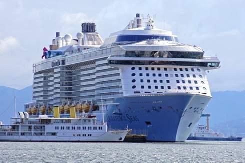 巨大なクルーズ船「クァンタム」が五日市港へ!入港の様子