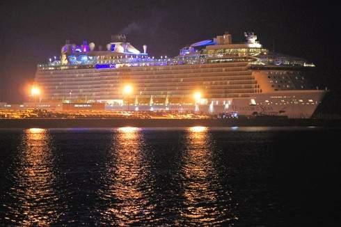 夜景もゴージャス、クァンタムオブザシーズの出港