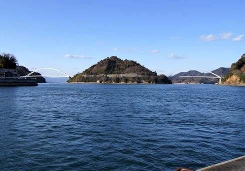 モヒカン故郷に帰る、中の瀬戸大橋(左)と岡村大橋(右)