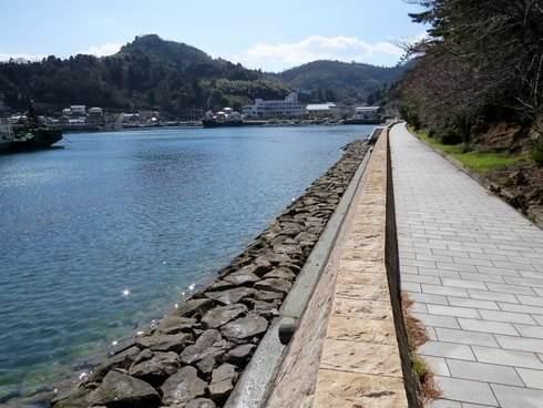 天神鼻の歩道を歩いて下蒲刈中学校側へ