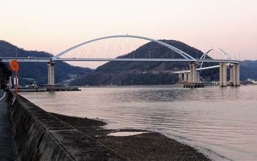 内海大橋を渡って田島へ
