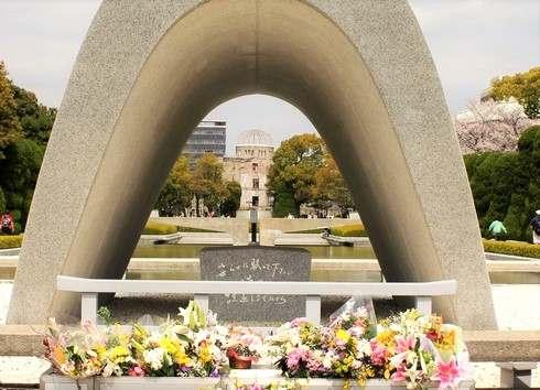 ケリー国務長官、広島で平和公園を訪問「すべての人々が訪れるべき」