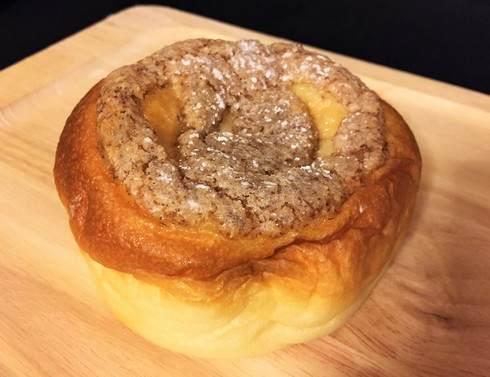 ペスカ 八木のパン屋さん 桃のクリームパン