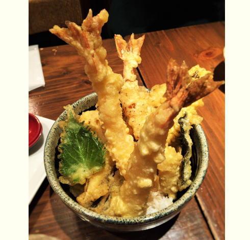 広島市 愛水月の はみ出すびっくり天丼、ガッツリごはんもアリな居酒屋