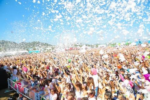 宮島で泡まみれのバブルラン開催、野外ライブイベントも