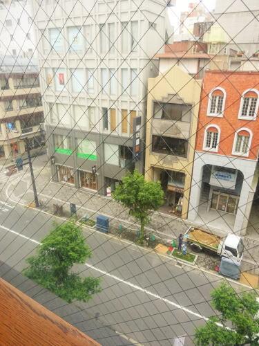 広島市 並木通りバルバニーカフェ 店内から見下ろす