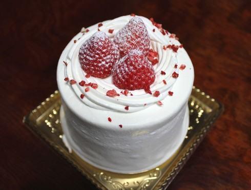 広島初の「かき氷ケーキ」笑顔のとびらteteさん