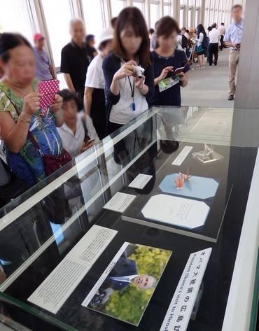 オバマ大統領の折り鶴 展示の様子3