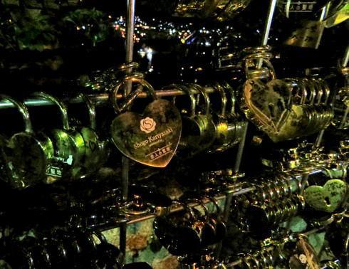 千光寺公園 恋人の聖地の錠