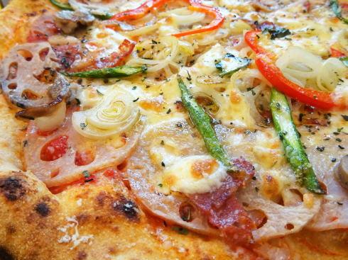 レストランよがんす、石窯焼きレンコンピザが人気「道の駅」内で