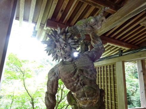 三瀧寺本堂にある金剛力士像