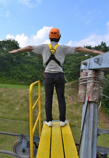 Zip-Swing(ジップスウィング)ジャンプ台に立つ