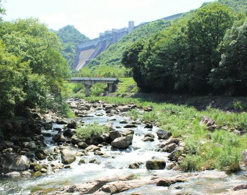 八田原ダム、芦田川を司る施設はヒンヤリ堤体内の一般開放も