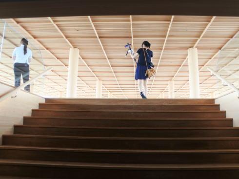 おりづるタワー 屋上への階段