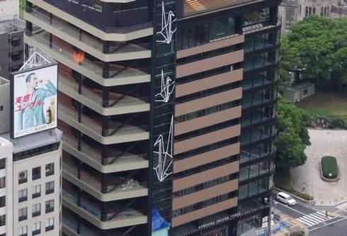 おりづるタワー、折り鶴が積み重なっていく