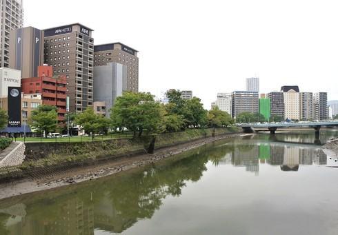 アパホテル広島駅前と、周辺の風景