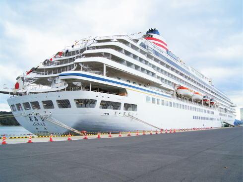 飛鳥Ⅱ、広島宇品で豪華客船の船内見学・セミナー開催