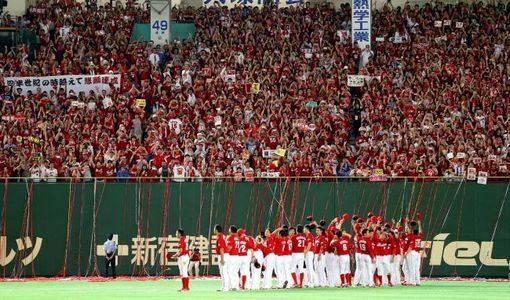 広島カープ「優勝までの軌跡を振返る」写真パネル展、銀座TAUにて