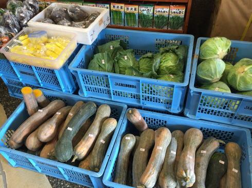 北広島 へんぽこ茶屋 店内で野菜も販売