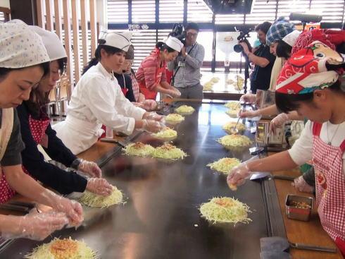 オタフクソース ウッドエッグで広島お好み焼き体験 写真2