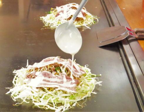 オタフクソース ウッドエッグで広島お好み焼き体験 写真3