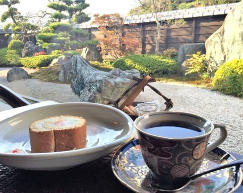 蔵人珈蔵のブレンドコーヒーとロールケーキ
