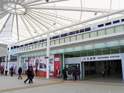 広島駅 ペデストリアンデッキの画像2