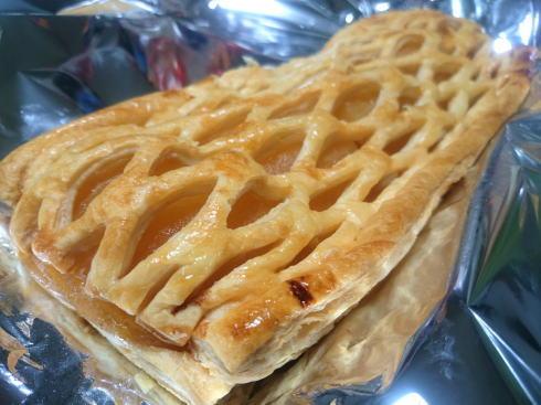 りんごが丸ごと2個半ドーン!庄原・アラキベーカリーのアップルパイ